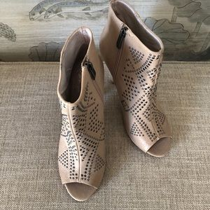 Vince Camuto Kanster leather Peep Toe Booties-New